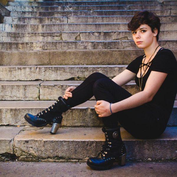 Portraits Urbains – Book Femme en extérieur
